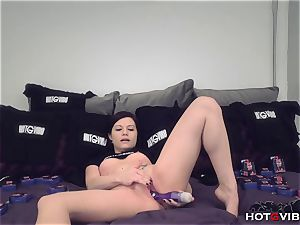 molten nubile Brandi Belle brings her vag to a humid ejaculation