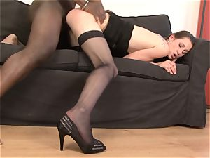mummy gets cootchie porked by her dark-hued boyfriend she jizzes