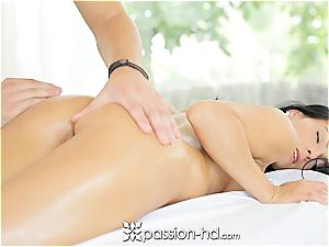 Lexi gets a utter figure rubdown with facial