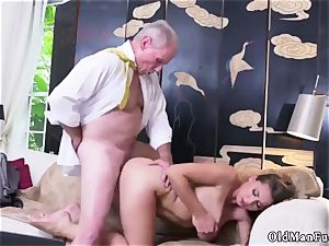 unexperienced dame jerking Ivy amazes with her huge baps and rump