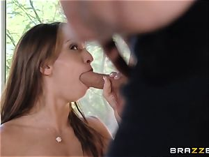 India Summers shows Sara Luvv how to pulverize her fellow