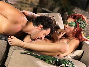woods doll Aidra Fox puts partying on hold for her boy