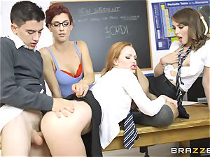 lucky college girl Jordi gets into 3 warm cootchies at college