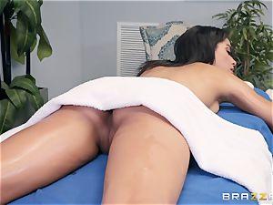 voluptuous massage turns into a voluptuous pound