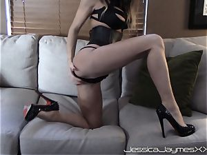 Jessica Jaymes webcam display taunts and gets a big stream of jizm in the face