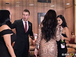 luxurious hen India Summers fucks the concierge
