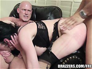 Brazzers - Veronica & Bonnie - six boy gangbang
