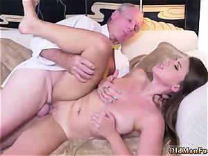 Real first-timer wifey rails After getting to know the dudes nicer, she makes an impression even more